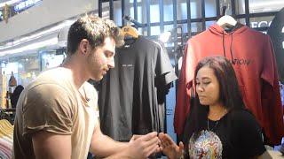 Reaksi Cewe Indo Diajak Nikah sama Bule - abracadaBRO Magic Prank Indonesia