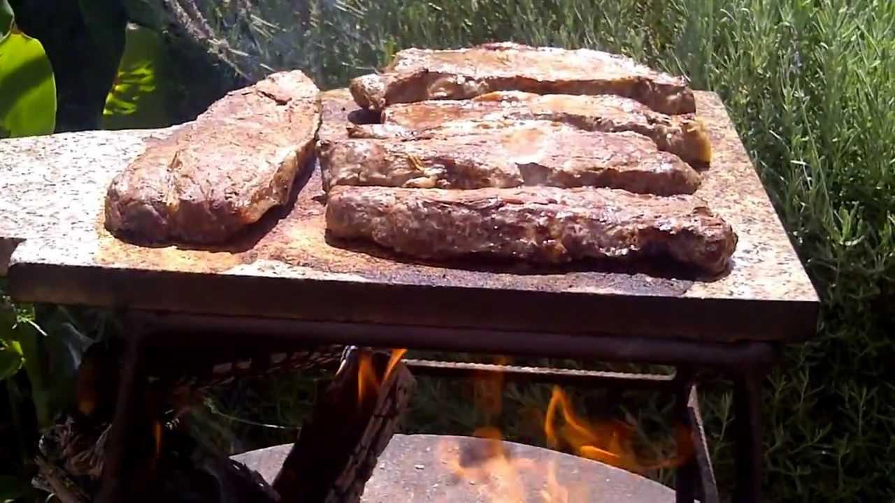 Asado a la piedra asados en su casa youtube for Asadores de piedra para jardin