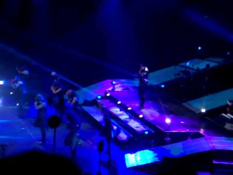 Usher Live Sining I'll be/She Don't Know