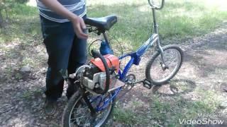 Gambar cover Велосипед с двигателем от бензопилы. Самодельный мотовелосипед.