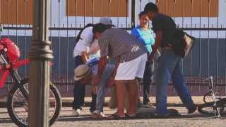 Old Man Falling in Public Prank :: Viejo cayendo en público broma