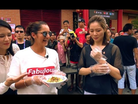 Sania Mirza and Li Na take a tour of Wuhan