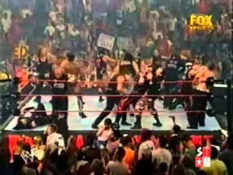 Raw is War-Stone Cold regresa para ayudar...