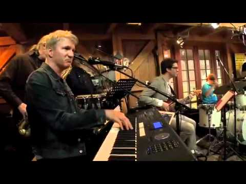"""Green Onions"" - Booker T. Jones, Daryl Hall, Mayer Hawthorne"