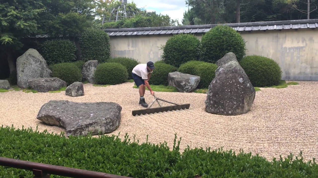 Raking the japanese garden of contemplation at hamilton for Landscape gardening for small gardens