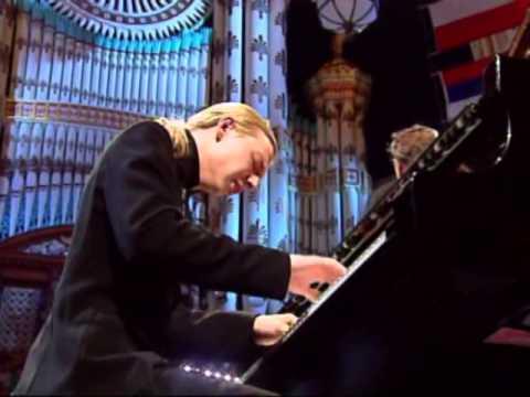 "RACHMANINOFF - ""Concerto No. 2"" - Denis Kozhukhin, piano"