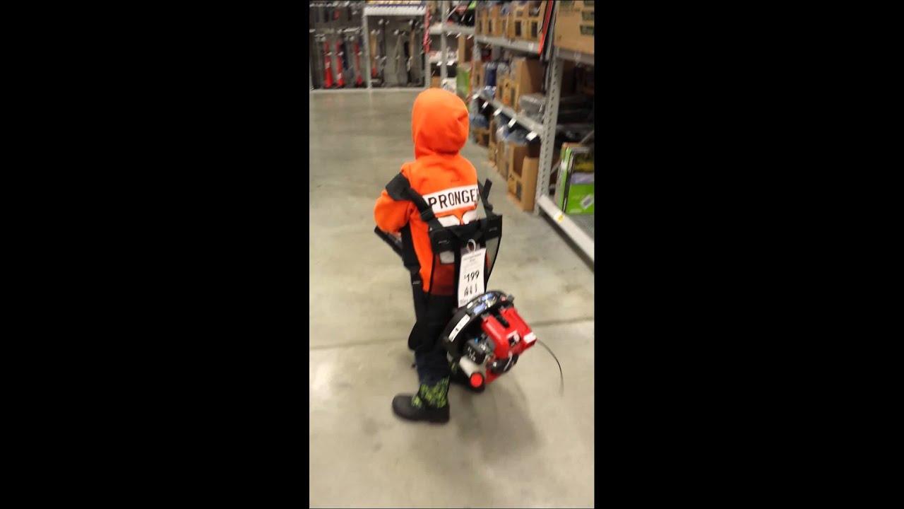Lowes leaf blower - YouTube