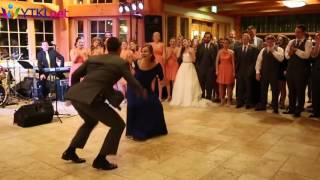 Танец жениха с мамой – гости в шоке!