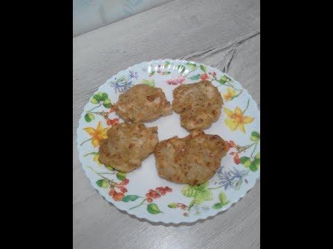 Куриные оладьи с плавленым сыром.
