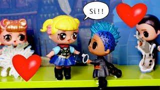 LOL Punk Boi y Bebe Goldie se Casan? Actuacion de Frozen con Muñecas LOL Sorpresa