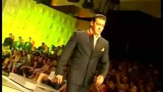 Watch how Salman Khan sizzled the Ramp