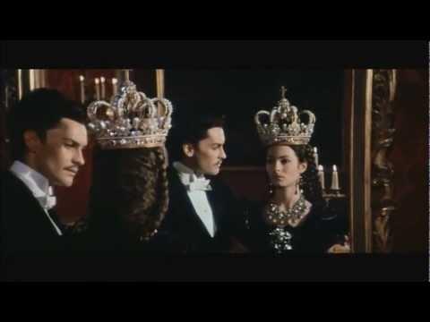"Sonia Petrovna als Prinzessin Sophie in ""Ludwig"": Kronjuwelen und Wagner"