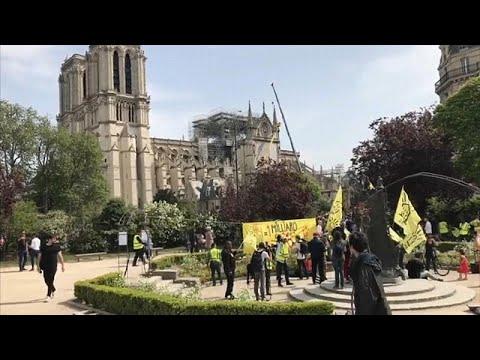 euronews (em português): Sem-abrigo em protesto junto a Notre-Dame