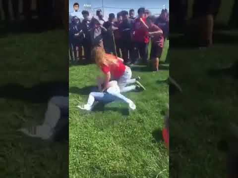 Fights the are dope two girls