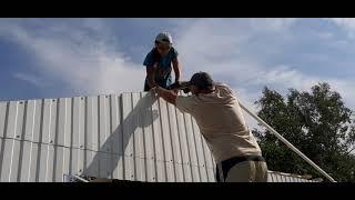 Часть 18. Строим гараж 5,5*7 с навесом . Строим своими руками.  Зашивание фронтона .