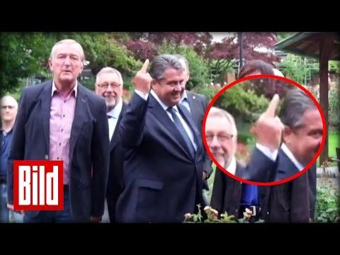 Sigmar Gabriel zeigt Nazis den Mittelfinger