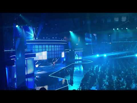 """Cory Asbury Performing """"Reckless Love"""" At The 2018 Dove Awards!"""