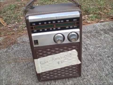 how to make a guitar amp from a hacked radio build a vintage transistor radio guitar amp youtube. Black Bedroom Furniture Sets. Home Design Ideas