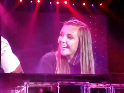 Justin Bieber - One Less Lonely Girl (Serenades fan)