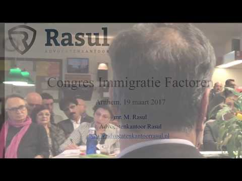 Lawyer Masi Rasul speaking about the Dutch immigration law at a conference