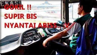 GOKIL !! Gaya Supir bis Laju Utama Bekasi Bogor ini santai abiss..