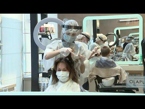 В Подмосковье заработали салоны красоты и парикмахерские.