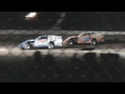 A Modified  Feature 1,000  to  Win  9 3 2016  Centeral Missouri Speedway