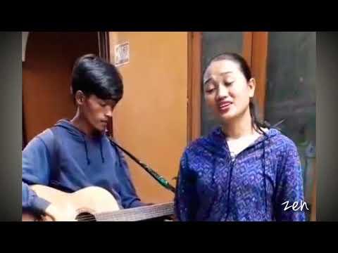 "Pengamen Cantik Suara Merdu Banget ~ Cover ""Rapuh"" ~ Opick"