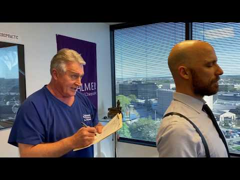 houston-chiropractor-dr-johnson-teaching-his-technique-to-dr-brent-binder-of-chiropractic-medicine