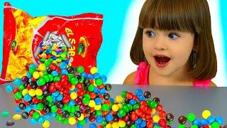 История для детей как Арина играет в игру волшебные чипсы с няней