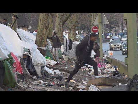 Thousands of asylum seekers waiting in streets, makeshift camps around Paris