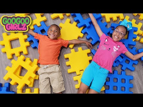 Goo Goo Girl and Sean Play with Pretend Play with Building Block Toys