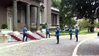 Schimb de gardă la palatul prezidențial/regal din Belgrad