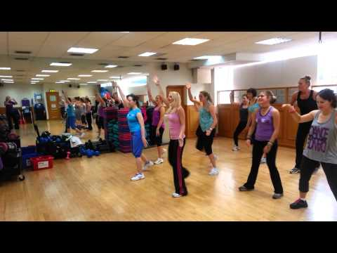 YMCAfit Exercise to Music students practising verse chorus choreography
