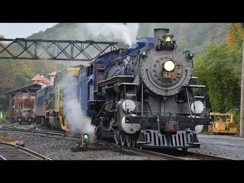 Reading and Northern steam locomotive 425 Autumn Leaf Train 2017
