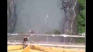 Baixar DANGEROUS !! bungee jumping , KEJADIAN BERBAHAYA terekam Kamera !! tali putus saat melompat