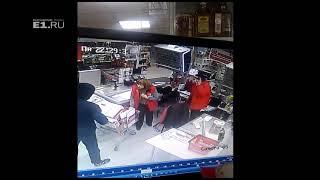 На Белореченской мужчина с ружьем ограбил магазин