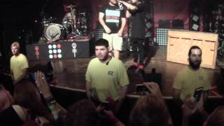 Tyler Joseph Meets Tyler Joseph (Oh and they perform Run and Go)