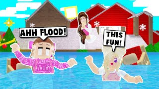 MY HOUSE GOT FLOODED AND WE HAVE TO MOVE ON BLOXBURG! (Roblox)