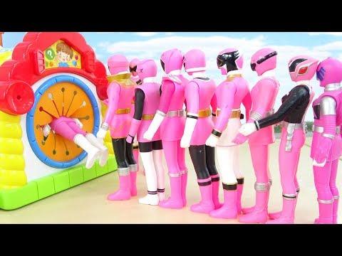 しゅつどう前にかくれんぼ 手さぐりボックスにカブトムシが!ピンク戦隊ヒーロー Power Rangers