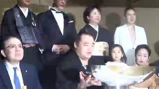 201080527 大相撲夏場所 優勝横綱鶴竜関 万歳三唱.