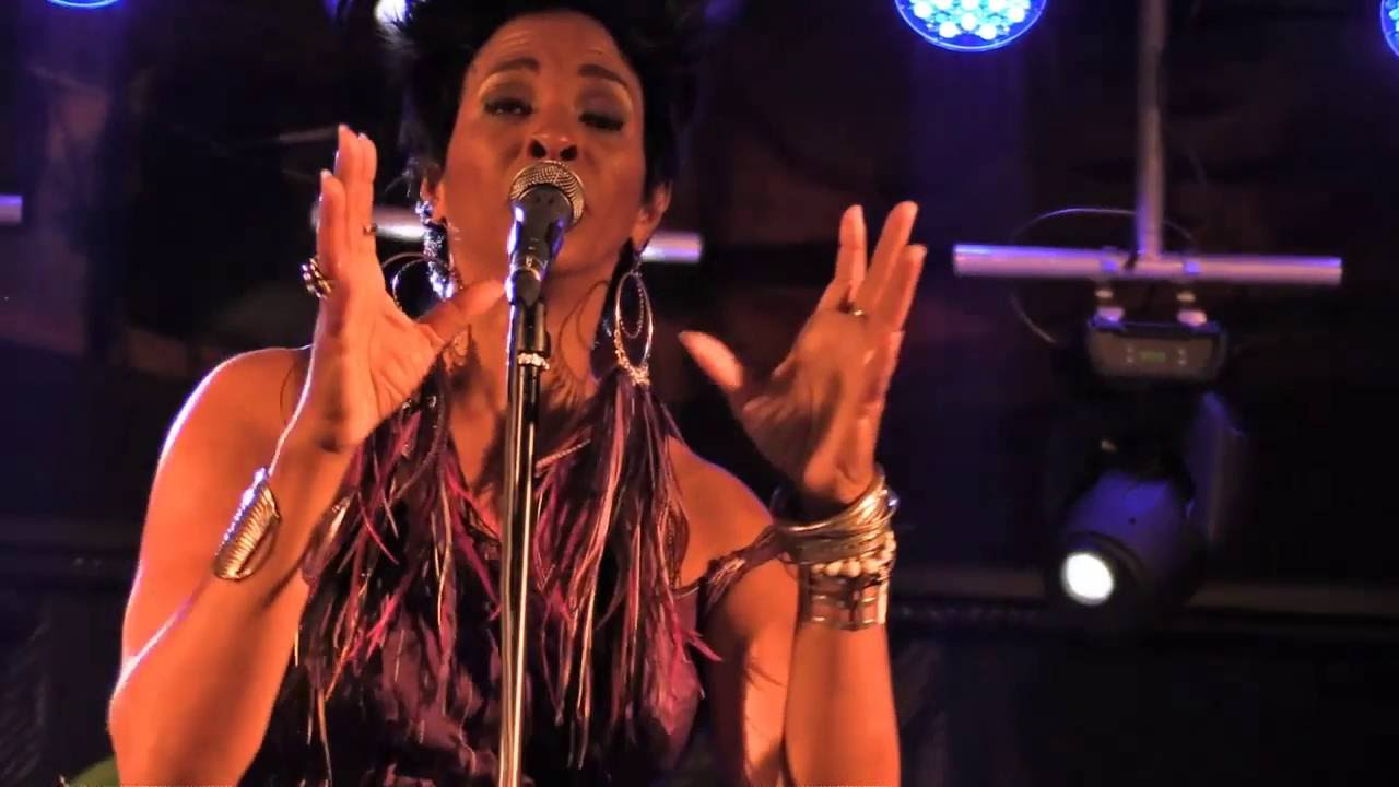 video: SHAKURA S'AIDA ( Tolosandblues 2016 )
