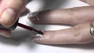 Tutoriál na mřížkovou manikúru s texture lakem na nehty.