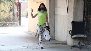 Stunning Kim Sharma Flaunts Her Huge $exy Figure In Yellow Gym Outfit As She Snapped At Pilates Gym