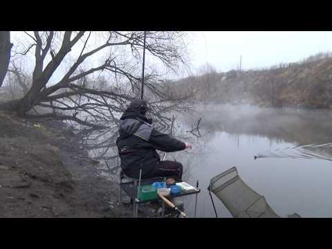32. Поплавок.  Много плотвы на быстрой реке.
