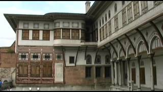 Topkapi Vacation Travel Video Guide(Travel video about destination Topkapi in Turkey. The mighty gate that rises from the old quarter of Istanbul is the entrance to a fascinating and astonishing world ..., 2014-11-20T13:07:27.000Z)
