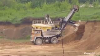 EKG-4.6 shovel loads BELAZ-7547 minig truck with clay. ЭКГ-4,6 на погрузке глины в БелАЗ
