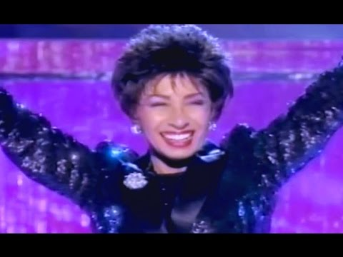 Razzle Dazzle -  Shirley Bassey (1998 Viva Diva TV Special)