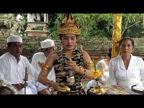 BALI's pristess IDA MAHA RESI ALIT in Interview with ILONA S