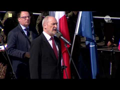 Macierewicz speaks English - God bless Poland, Ameryka and...